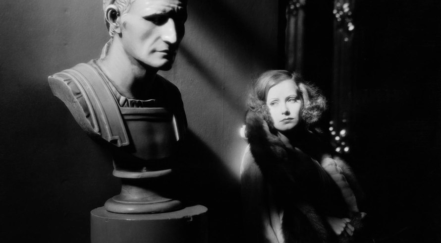 Screenshot, The Mysterious Lady (Fred Niblo, 1928)